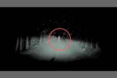 #VIRAL: जब सुनसान सड़क पर अचानक कार के सामने आ गया भूत, वीडियो देखकर सिहर उठेंगे आप