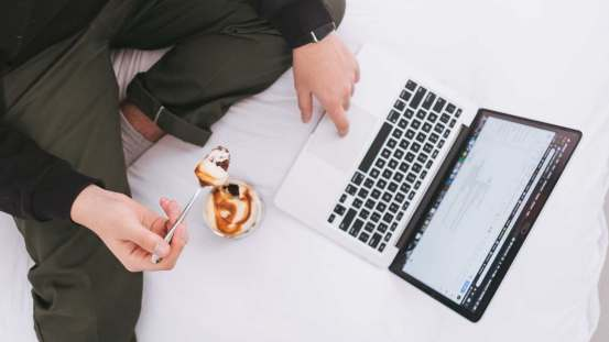 Here's how snacks late at night can affect workplace performance