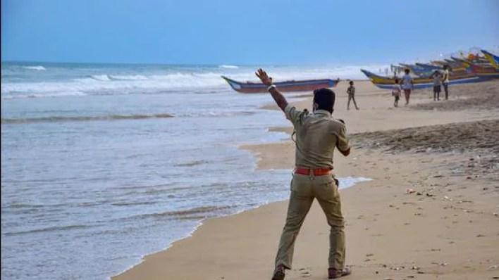 very severe cyclonic storm yaas to cross odisha-bengal coasts on may 26 evening   latest news india - hindustan times