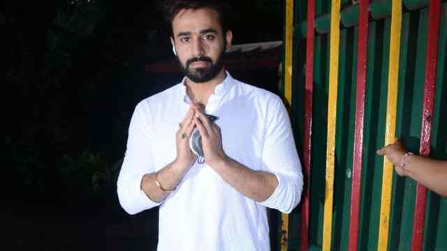 Pearl V Puri greets paparazzi with folded hands on birthday, spotted first  time since bail | Bollywood - Hindustan Times