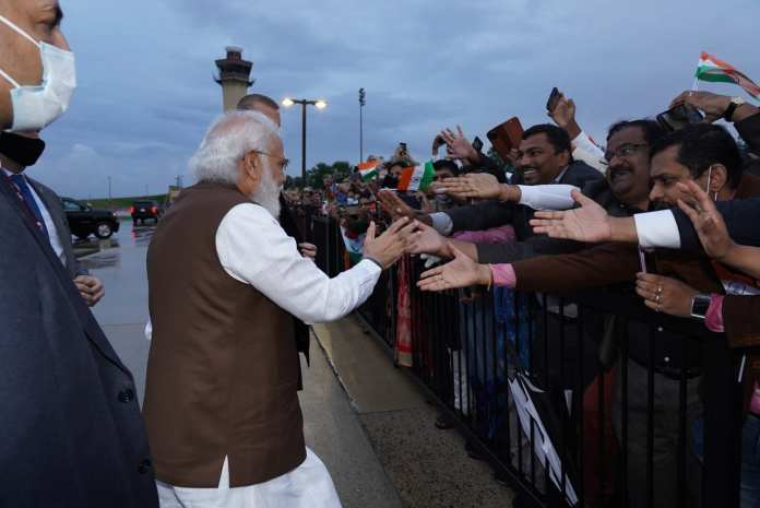 PM Modi greeted the Indian-American community members while on his way to the hotel post-landing at Washington airport.(Twitter/@narendramodi)