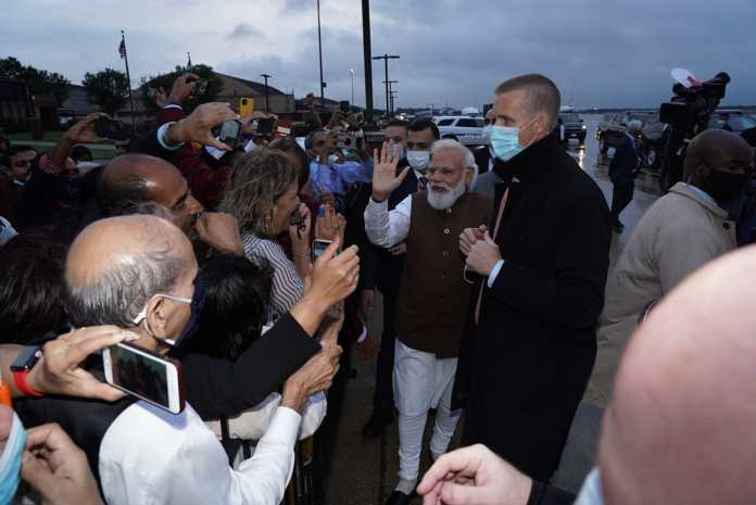 PM Modi with the Indian-American community after landing at Washington airport.(Twitter/@narendramodi)
