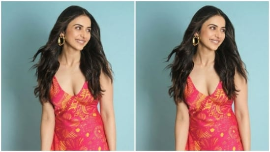 Rakul Preet chose to leave her shoulder-length tresses open in wavy curls, which complemented her casual look for the day.(Instagram/@rakulpreet)