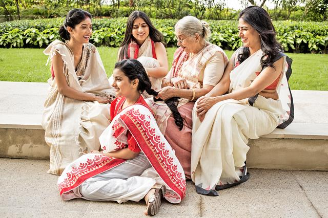 The ladies of the house sit down to share stories after a hectic morning in the kitchen. Their sarees showcase the traditional weaves of Bengal. While Ananaya wears a tussar silk saree with kantha embroidery, Aakashi looks graceful in a jamdani Bengal linen saree with contrast border. Wearing an extra-weft cotton saree is Shavitri. The extra-weft sarees are made with weaving horizontal and vertical yarns of cotton or wool together. Adhita Ghosh showcases the laal paar pattern. The little one, Sthira Ghosh also wears a sari today, shada and laal, the alluring colour combination that always stands apart. (Photo: Akhil Verma)