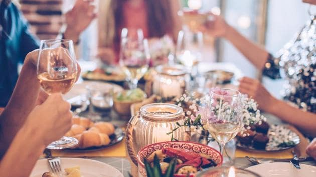 here are some basic table etiquette you