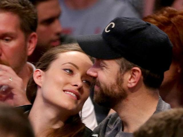 Olivia-Wilde-and-Jason-Sudekis-attend-Game-Three-of-the-Eastern-Conference-Semifinals-during-the-2014-NBA-Playoffs-Getty-Images