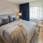 Schlafzimmer In Beige Weiss Und Blau Tonen Schlafzimmer Im Landhausstil Von Homemate Gmbh Landhaus Holz Holznachbildung Homify