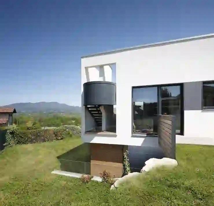Una casa in stile moderno ma rustico allo stesso tempo. Villa In Legno Moderna A Varese Homify