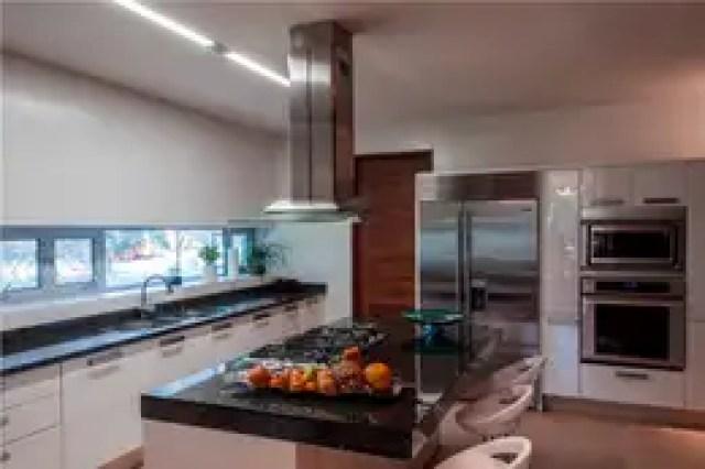 Cozinhas modernas por GRUPO VOLTA