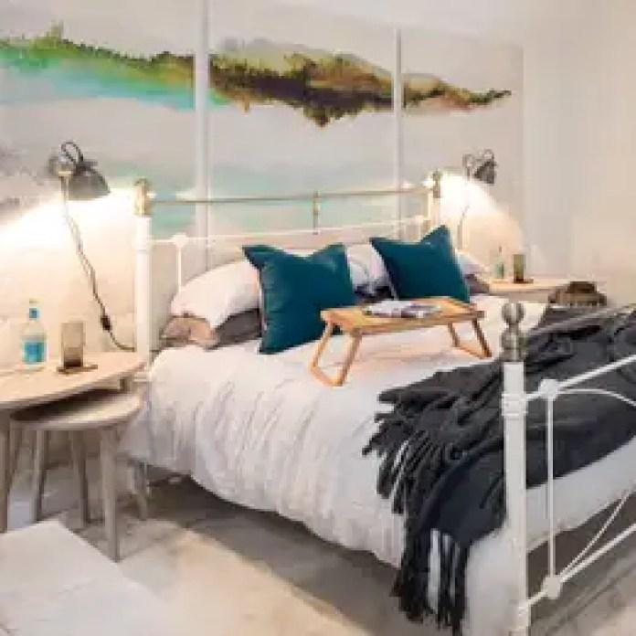 Dormitorios de estilo industrial de WN Interiors of Poole in Dorset