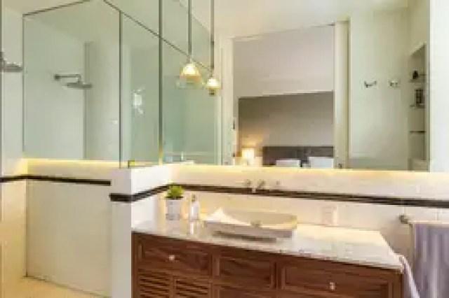 Banheiros ecléticos por Weber Arquitectos