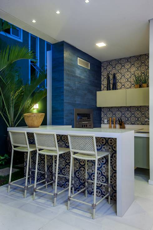 Varanda Gourmet: Terraços translation missing: br.style.terraços.moderno por Eveline Sampaio Arquitetura e Interiores