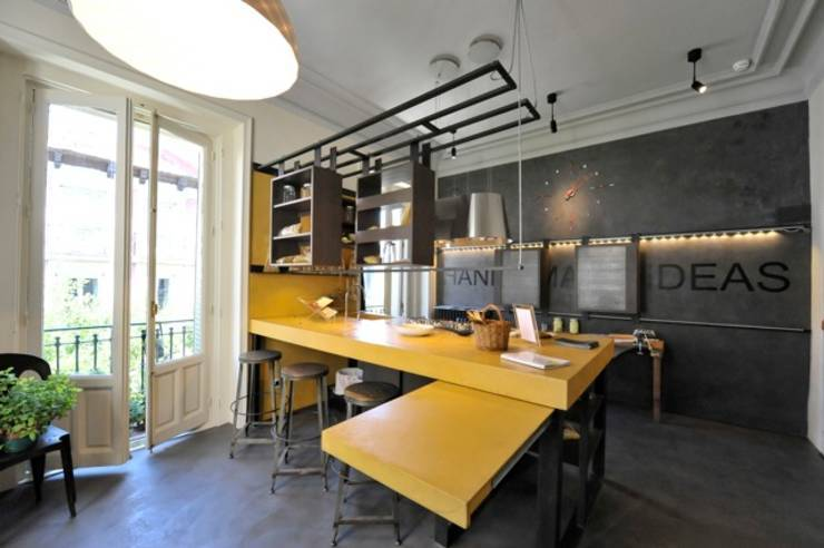 industrial Kitchen by  Simona Garufi