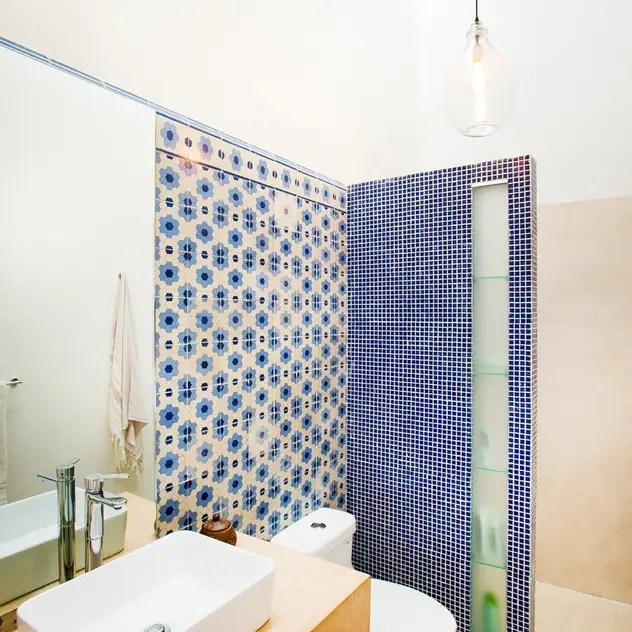 eclectic Bathroom by Taller Estilo Arquitectura
