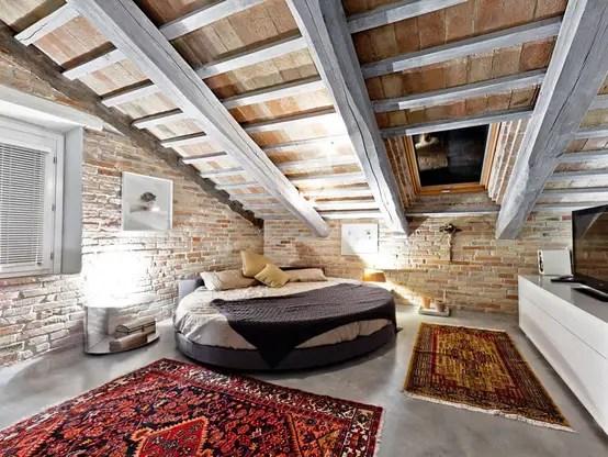Come utilizzare dei letti bassi nella camera da letto in mansarda in modo da sfruttare le pareti con l'altezza minore per posizionare la. Come Progettare La Tua Camera Da Letto In Mansarda Homify
