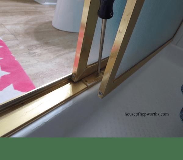 Guide Door Bottom Shower