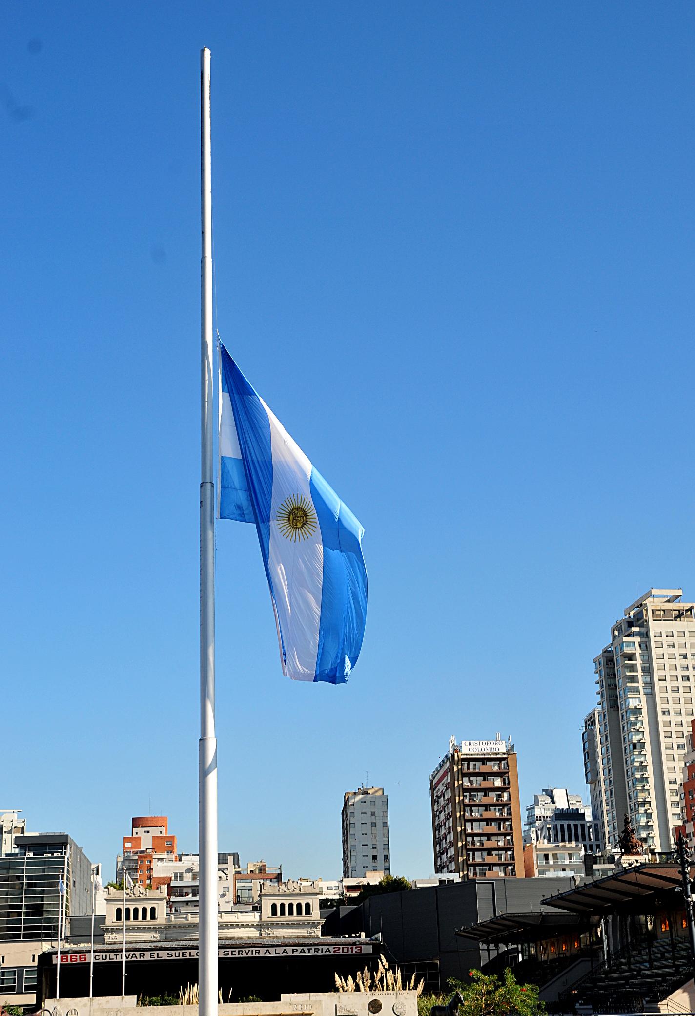 2013-04-04-HalfmastArgentineFlag.jpg