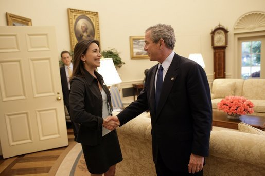 2013-04-10-Maria_Corina_Machado_Sumate_meets_George_W._Bush_2002.jpg