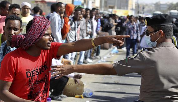 2013-12-18-ReutersEthiopianmanSaudiArabia.jpg