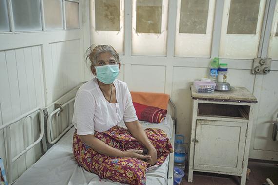 2015-02-13-medicalwardpatientwithmask.jpg