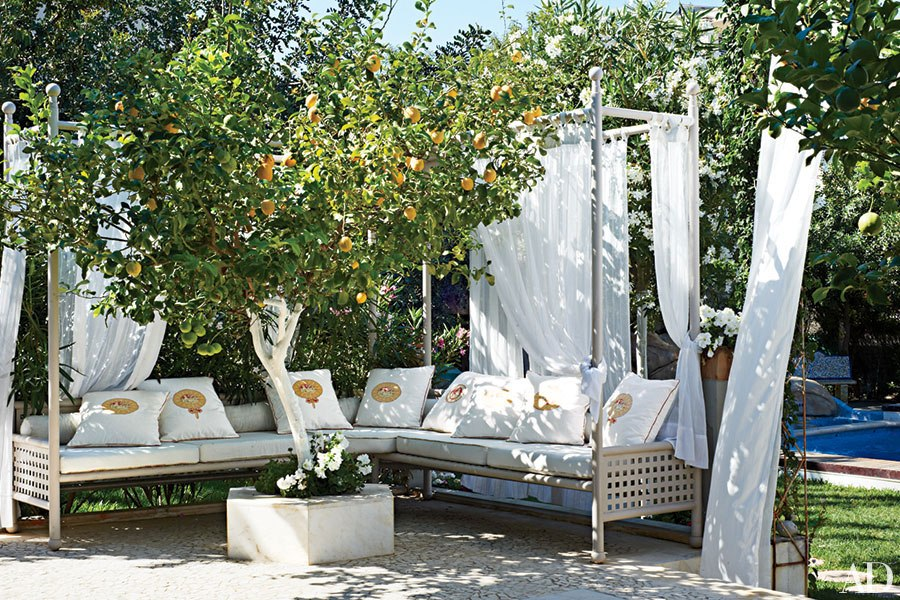 The Most Creative Ways to Set Up Outdoor Seating This ... on Back Garden Seating Area Ideas  id=78746
