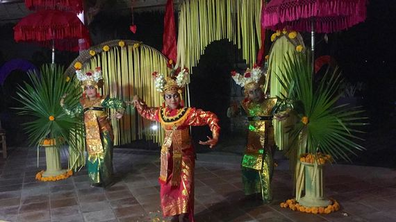 Performances by local community dancers displaying cultural traditions