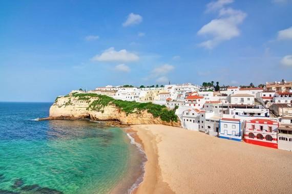 2015-12-09-1449670062-6739371-AlgarvePortugalCoast.jpg
