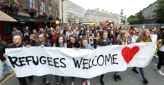 2015-12-14-1450084008-7868944-refugees_welcome_dublin.jpg