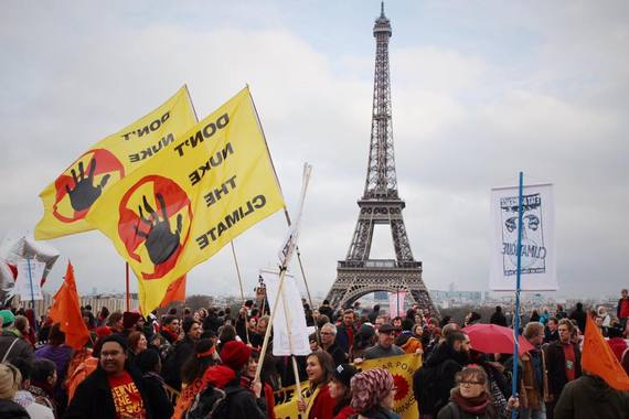 2015-12-30-1451442605-2914350-EiffelProtest.jpg