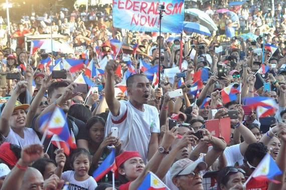 2016-04-13-1460578252-6367203-Duterte3.jpg