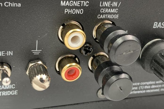 The Spinbase comes with shorting caps for unused RCA inputs. You'll need them if you attempt to stre