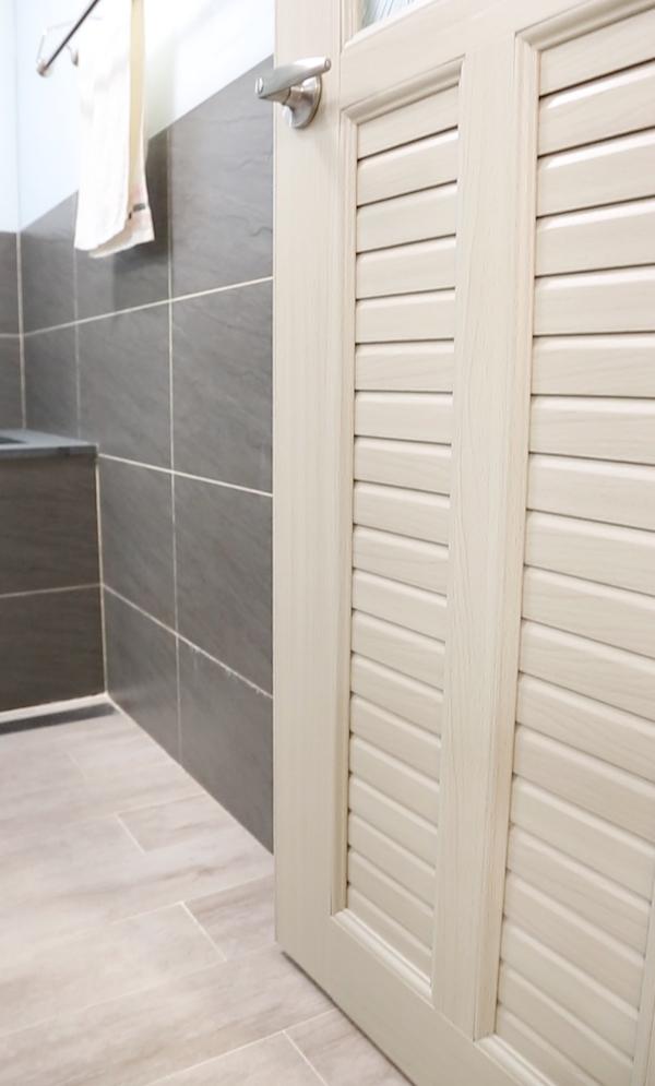 浴室塑鋼門