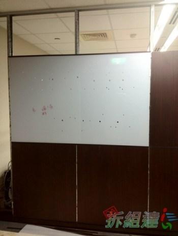 系統高隔間, 背光字 LOGO 牆