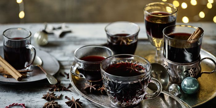 Mulled wine in cups on tray