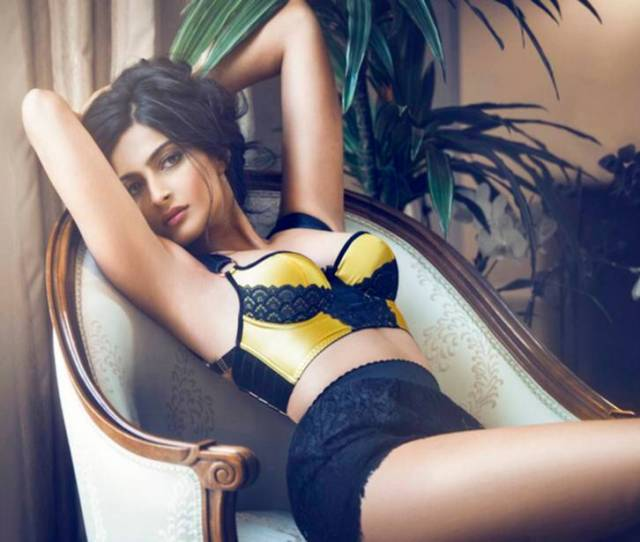 Sonam Kapoor Hot Sexy Images Download