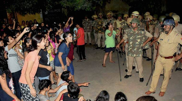 BHU, Banaras Hindu University, BHU violence, BHU lathicharge, bhu female students protest, BHU lathicharge, Benaras Hindu University, yogi adityanath, bhu students beaten, indian express news