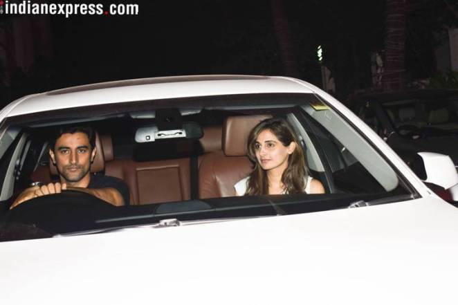 kunal kapoor with wife at hrithik roshan birthday party