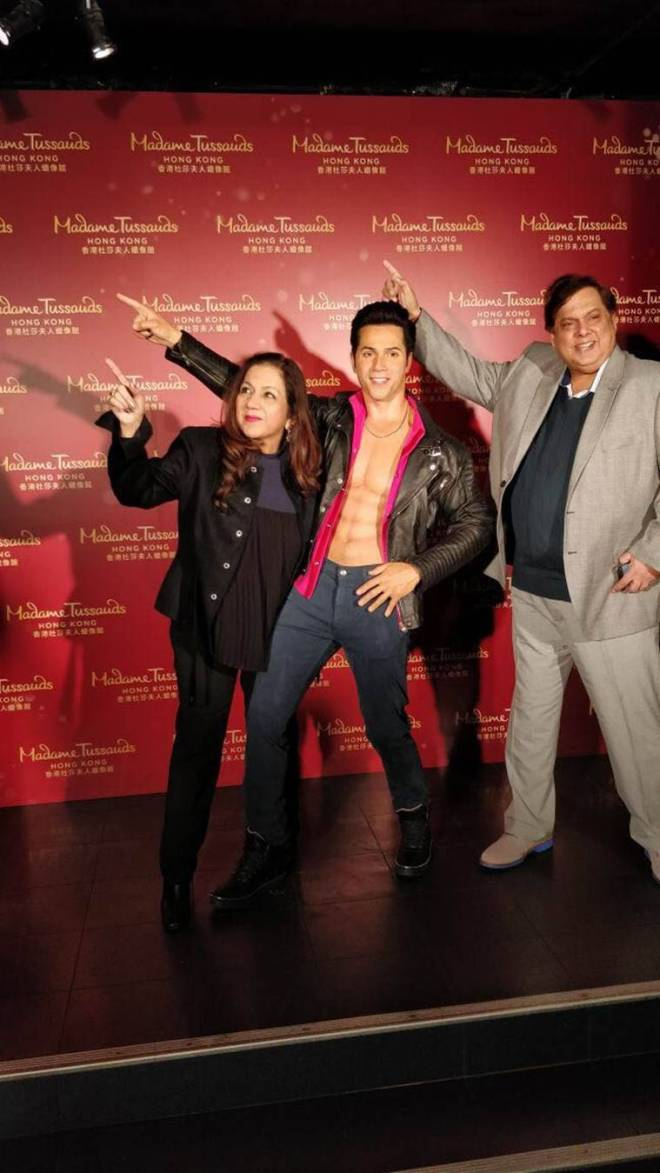 david dhawan with son varun dhawan statue