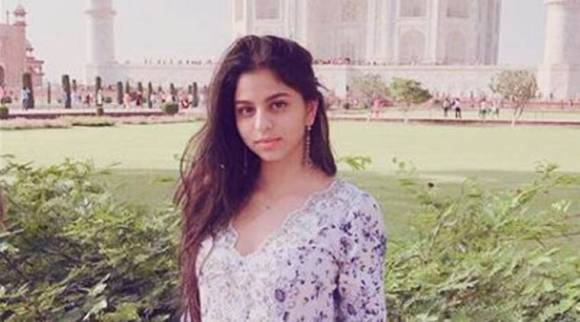 Gauri Khan takes daughter Suhana Khan and friends on a day trip to Taj Mahal
