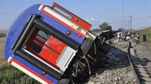 Turkey derailmant: Ten killed, 73 wounded as train destined to Istanbul derails after heavy rain and landslide