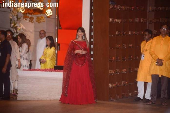 Ileana d cruz, ganesh chaturthi  Mukesh Ambani's Ganesh Chaturthi bash: Kareena, Katrina, Madhuri, and others arrive in style ileana