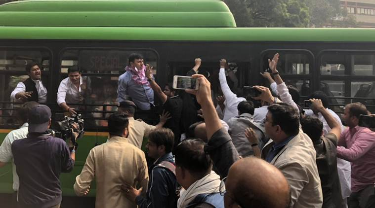 Congress leaders courts arrest while holding protests at RBI headquarters