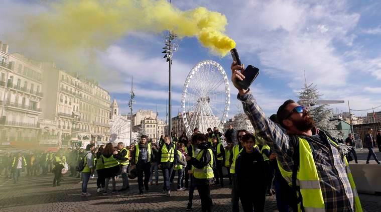 France, French protest, Yellow vest, Yellow vest protest, Yellow vest protest france, gas tax, Yellow vest gas tax, gas tax france, Emmanuel Macron, Paris, Paris riots, Yellow vest paris, paris yellow, france riots, world news, indian express, latest news