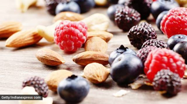 nuts, berries, mind diet