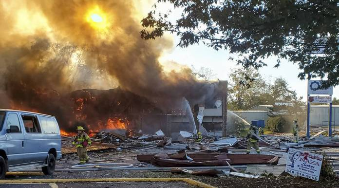 At least 5 injured in blast, fire at Virginia strip mall