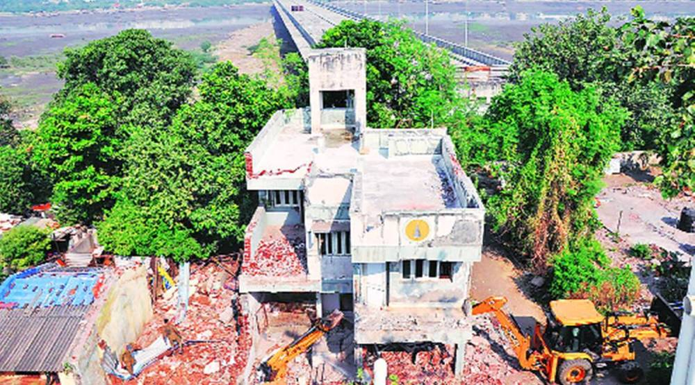 SMC razes properties, Surat Paal-Umra bridge, Surat news, Gujarat news, Indian express news