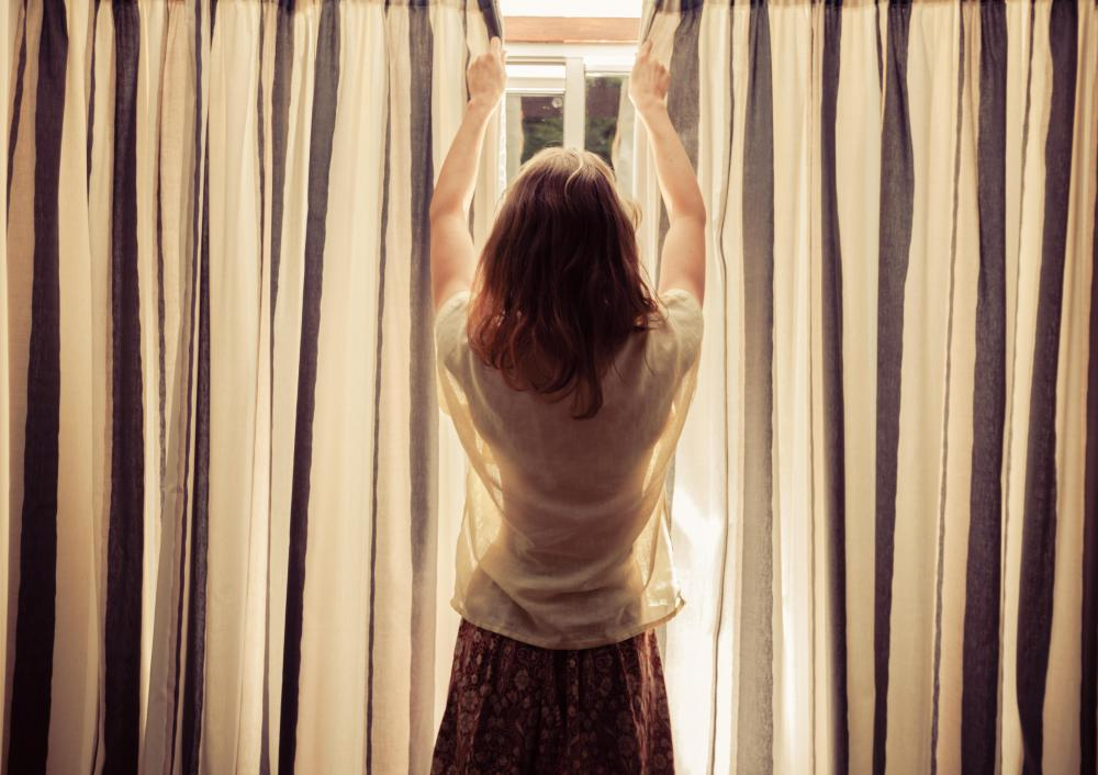 pros and cons of magnetic curtain rods