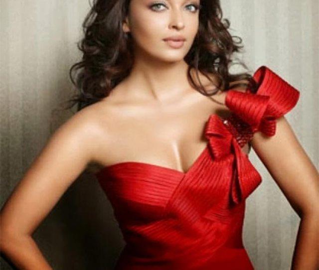 Aishwarya Rai Looks Fiery Hot In This Photograph