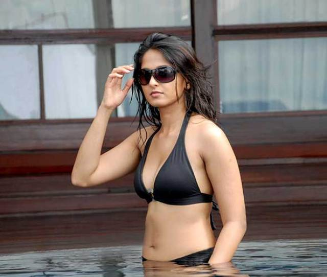 Anushka Shetty Wore This Black Bikini For Billa