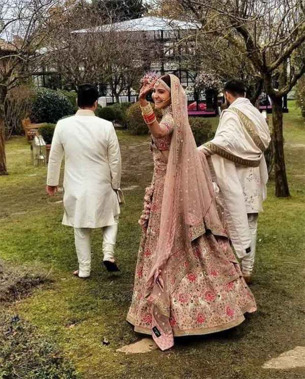 virat kohli and anushka sharma caught candid at their ...